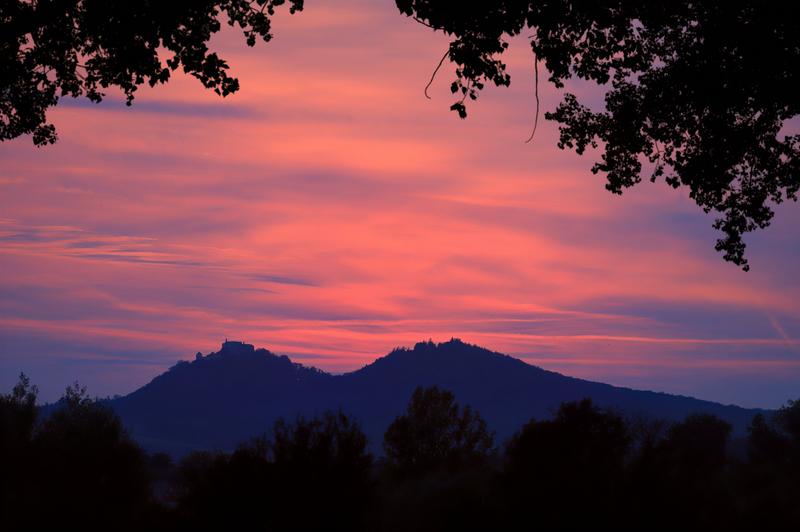 Silueta hradu Buchlov po západu slunce