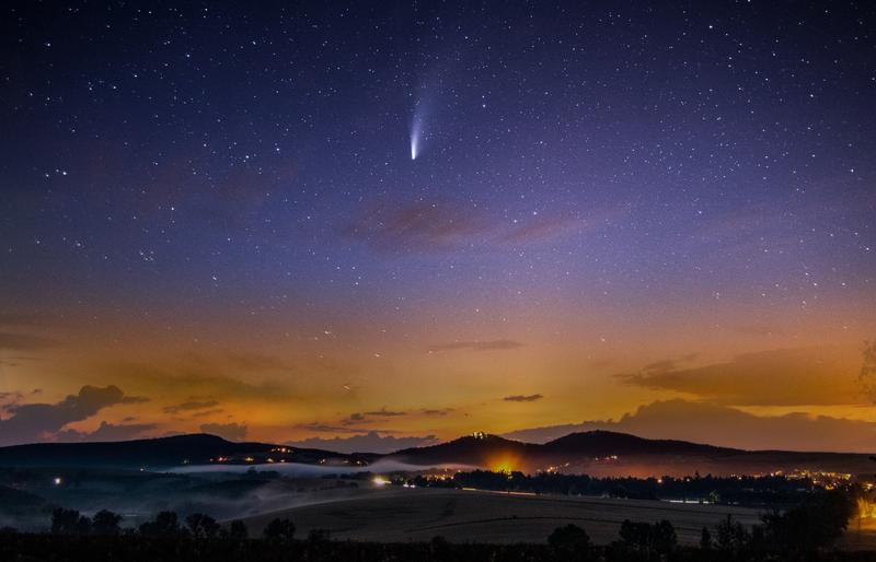 Kometa a Chřibské panorama