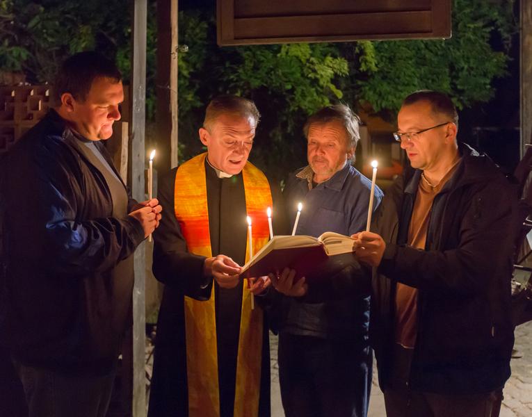 Odlévání částí oltáře