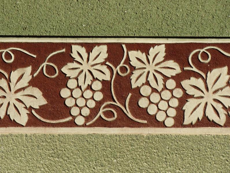 9. Slovácká sgrafita (Míkovice, Lesní ulice)