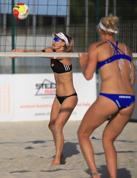 Slovácké léto 2020, exhibiční zápas Hermannová, Sluková vs. Kvapilová, Kubíčková